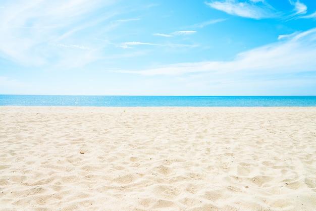 Пустой фон моря и пляжа