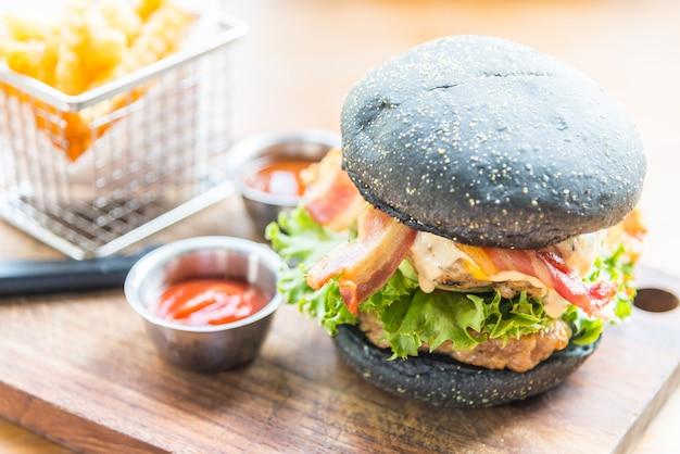 ハンバーガー、黒パン