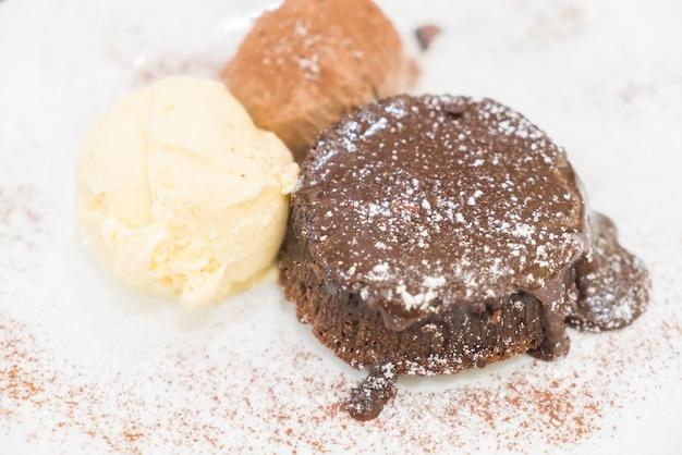 チョコレート溶岩のデザート