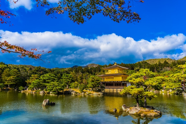 京都の金閣寺の美しい金閣寺