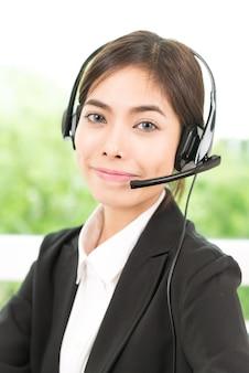 Женщина службы поддержки клиентов