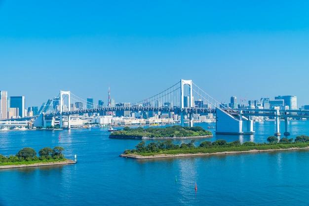 Красивая архитектура здания городской пейзаж города токио с радужный мост