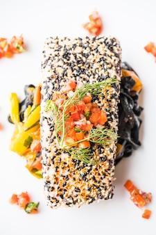 パスタと野菜のグリルマグロステーキ