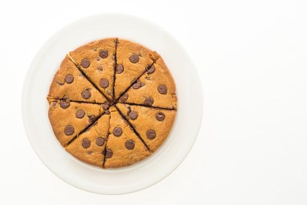 白いプレートにチョコレートブラウニーケーキ