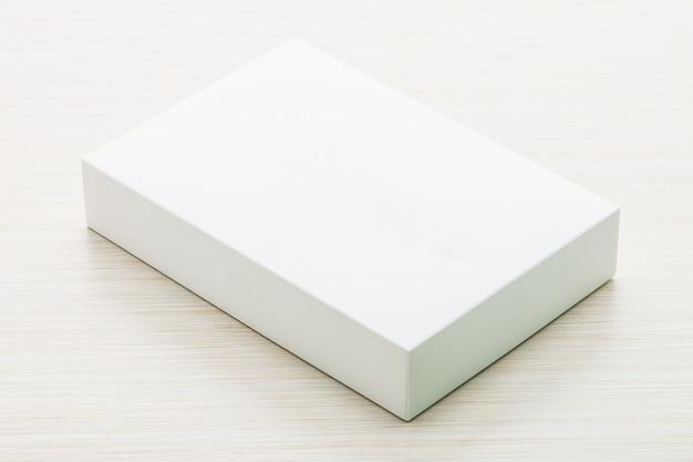 Белая коробка