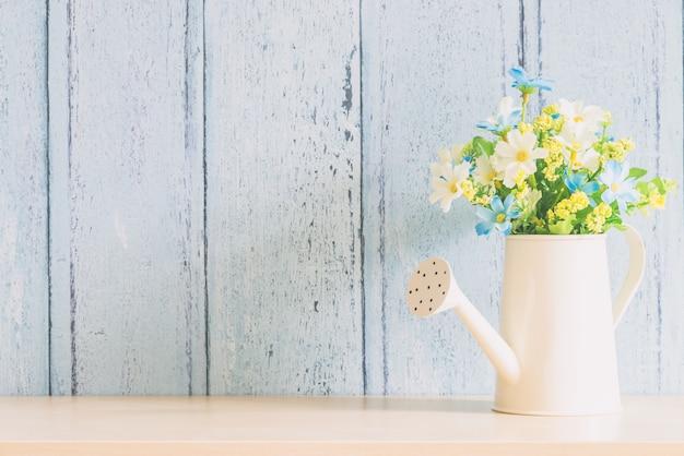 花瓶の花の装飾のインテリア