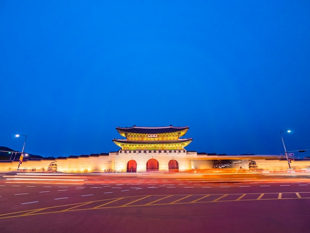 Красивое здание архитектуры дворца кёнбоккун