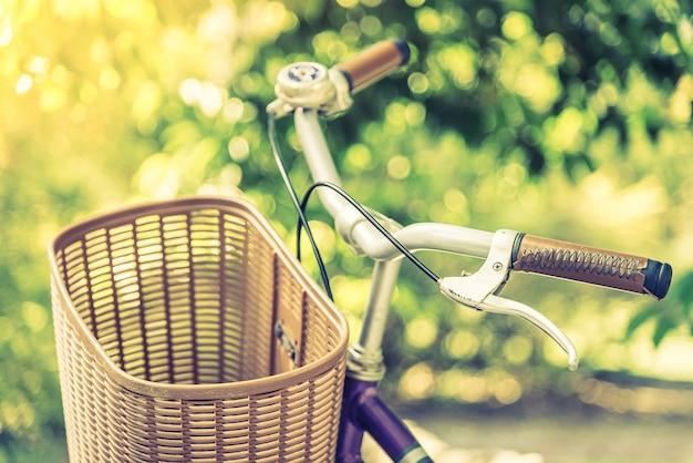 Старый винтажный велосипед