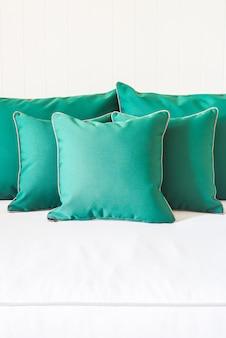 グリーンソファー枕