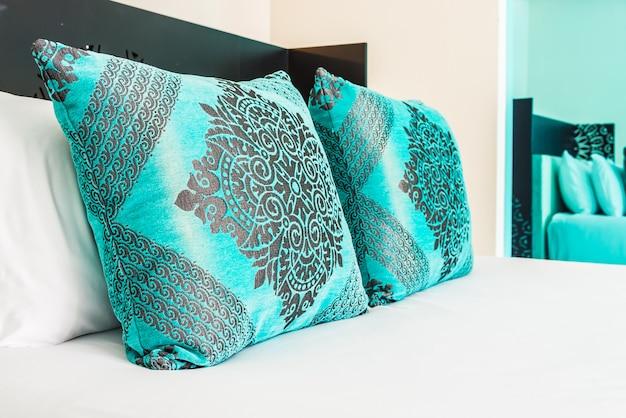 寝室の寝室枕装飾