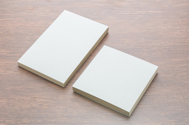 空白のノートブックのモックアップ