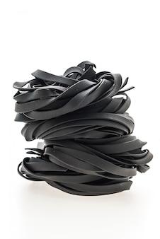 Черная паста