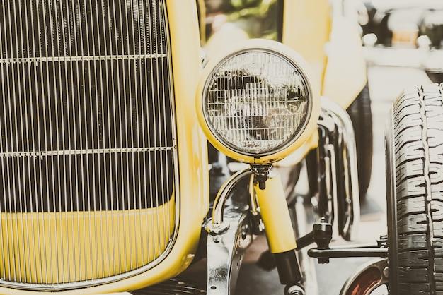 Лампа фары винтажного классического автомобиля