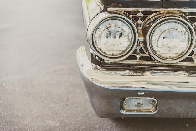 ビンテージクラシックカーのヘッドライトランプ