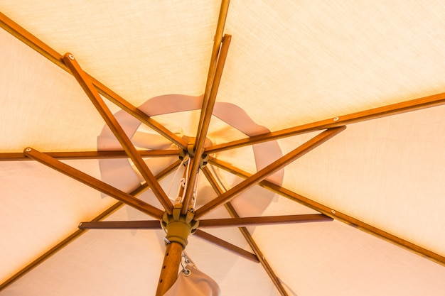 Близкий зонтик вверх