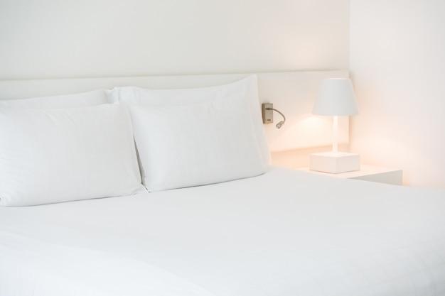 Подушка на кровать