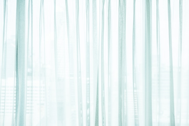 白いカーテン窓