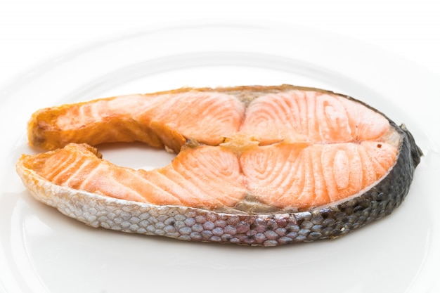 Жареный стейк из лосося