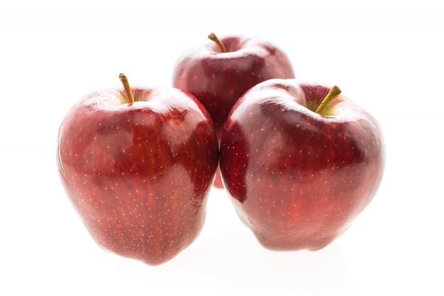 白い背景で隔離赤いリンゴ