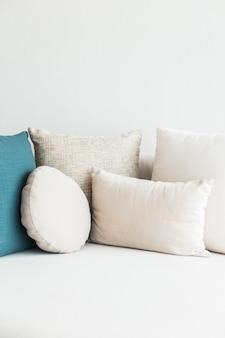 ソファの枕