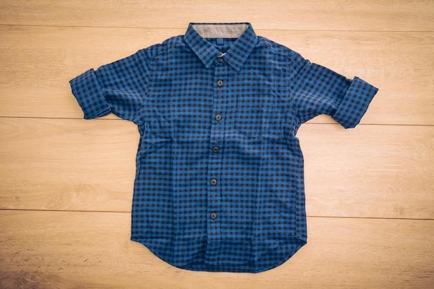 Красивая мужская модная рубашка