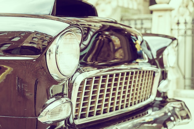 Фара дальнего света автомобиля