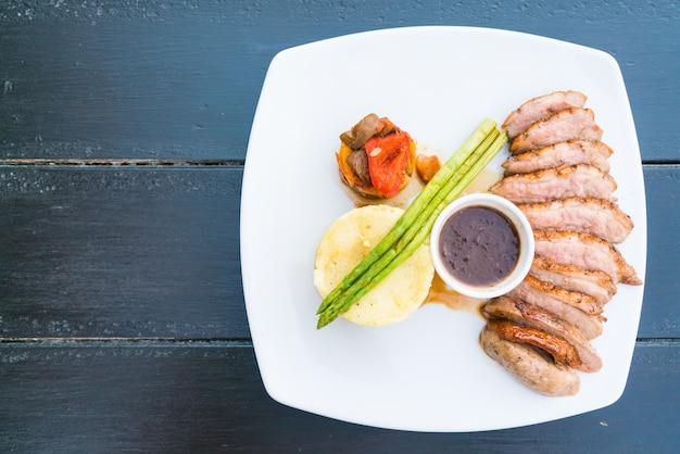 鴨の胸肉ステーキ