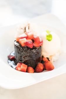 チョコレート溶岩デザート