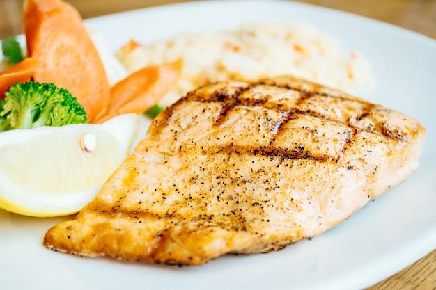 鮭の肉フィレステーキ