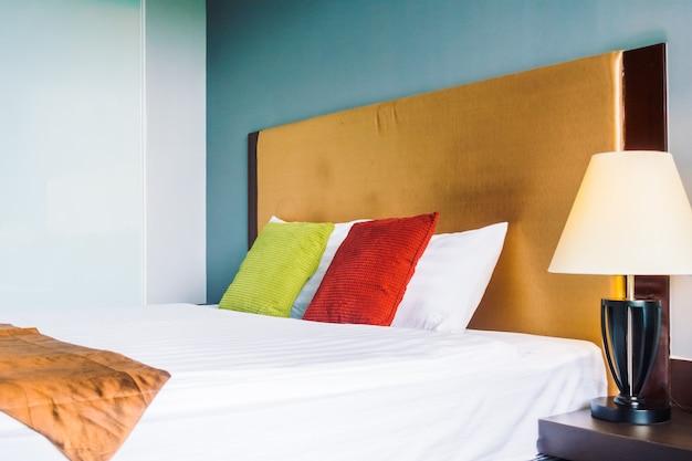 Комфортная подушка на кровать, украшение интерьера