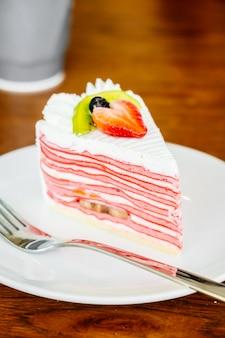 Клубничный торт с блинчиками