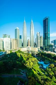 Красивая архитектура здания экстерьера города