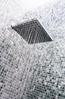 水滴付きヘッドシャワー