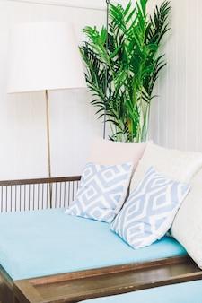 Удобная подушка на диван