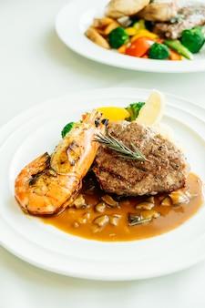 魚介類とステーキのコース料理