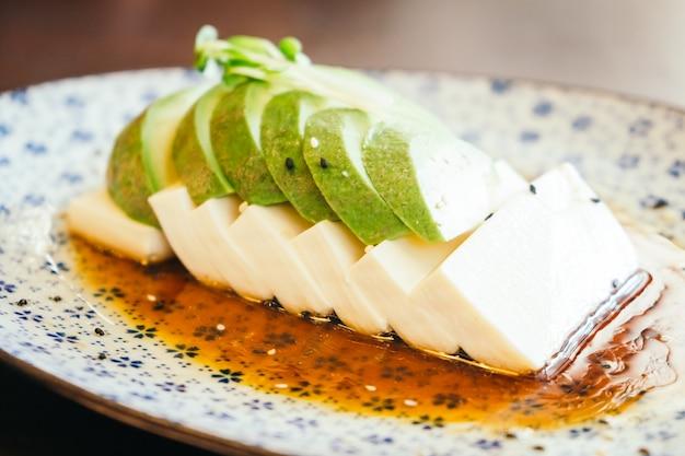 豆腐とアボカド
