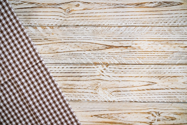 木製のテーブルの上の台所布