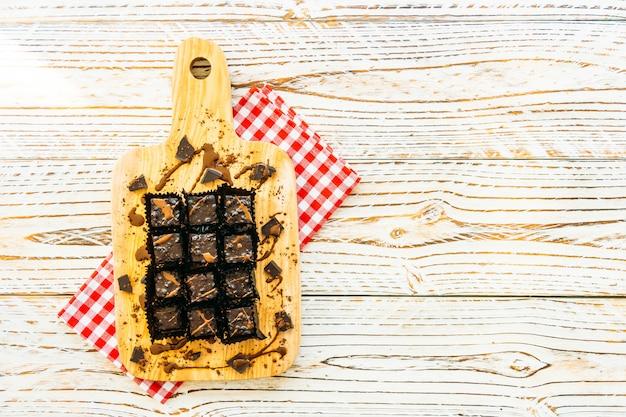Торт с шоколадными пирожными
