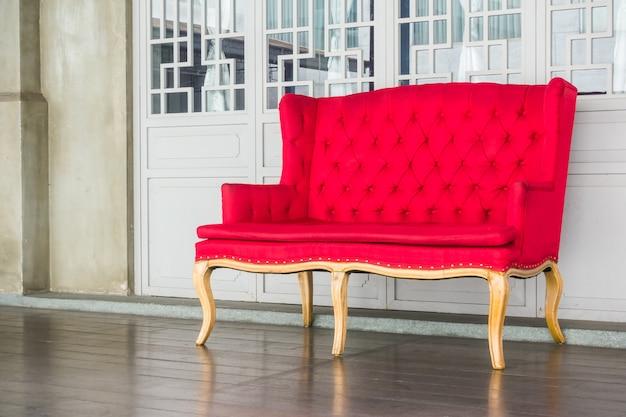 赤のビンテージソファー
