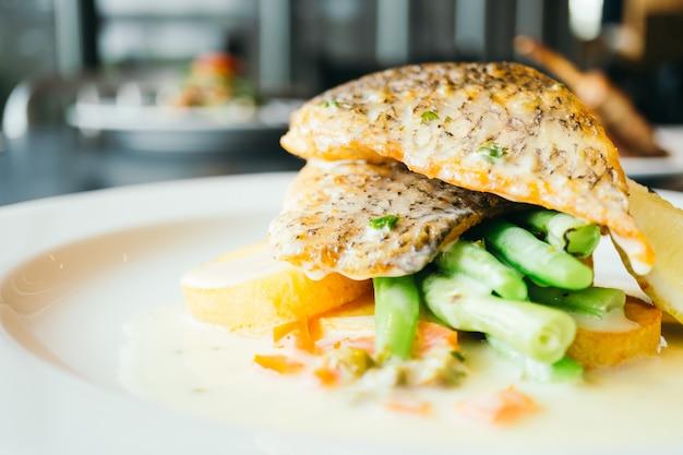 ステーキ魚肉