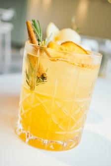 Яблочное коктейльное стекло