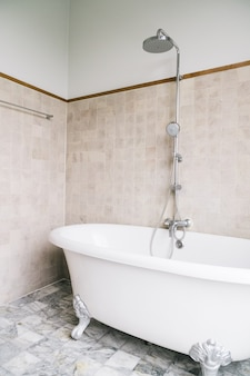 浴室の浴槽の装飾