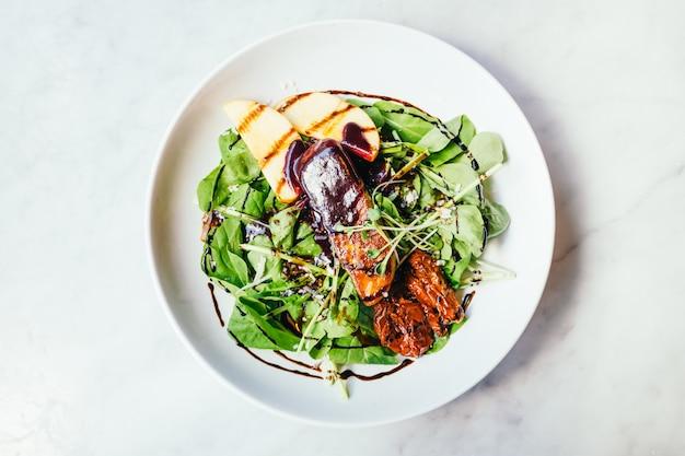 フォアグラ、野菜サラダ