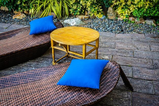 空の椅子装飾屋外パティオ