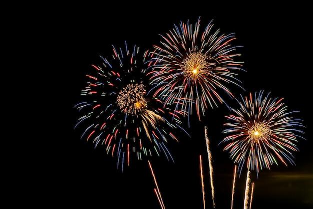 お祝い記念日の花火の表示背景