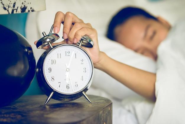 ベッドルームの時計