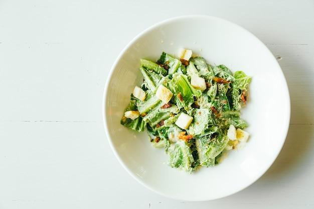 Жареный цезарский салат