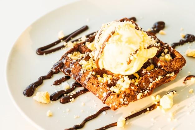 甘いデザートチョコレートワッフル、アイスクリーム入り