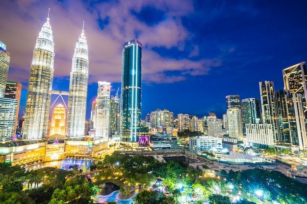Красивая архитектура здания экстерьера в городе куала-лумпур в малайзии