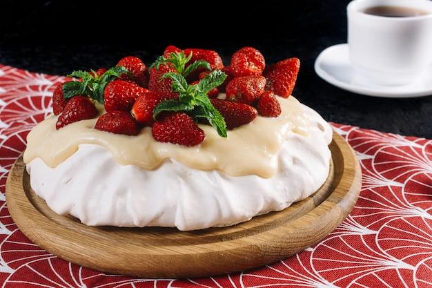 イチゴとデザートアンナパブロワ